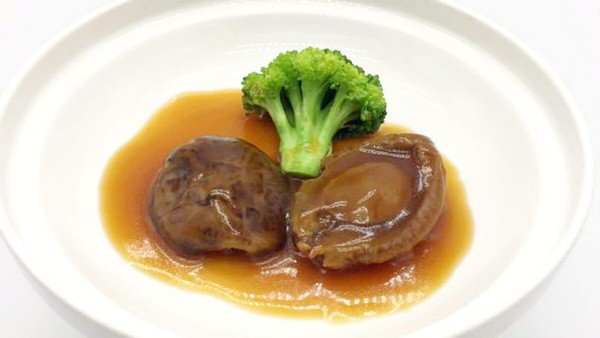 Click here to view Whole 50 Head Dried Japanese Abalone Braised at Royal Canton