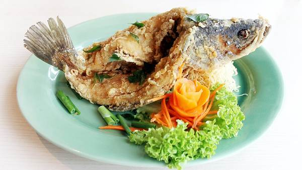 Click here to view free deep fried garoupa with traditional sweet and spicy sauce at Imperial Chakri Palace