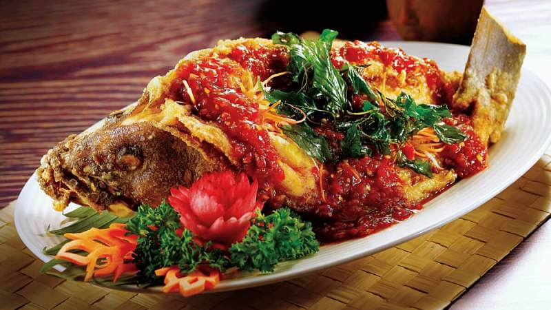 View Deep Fried Garoupa with Traditional Sweet and Spicy Sauce at Chakri Palace